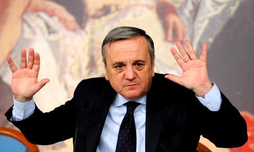 """Il ministro Sacconi e il conflitto di interessi sull'influenza """"suina"""""""