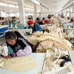 """Se il sindaco """"anti-cinesi"""" di Prato ha problemi con la sua fabbrica in Cina"""