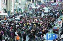 Operai e studenti in piazza senza scontri