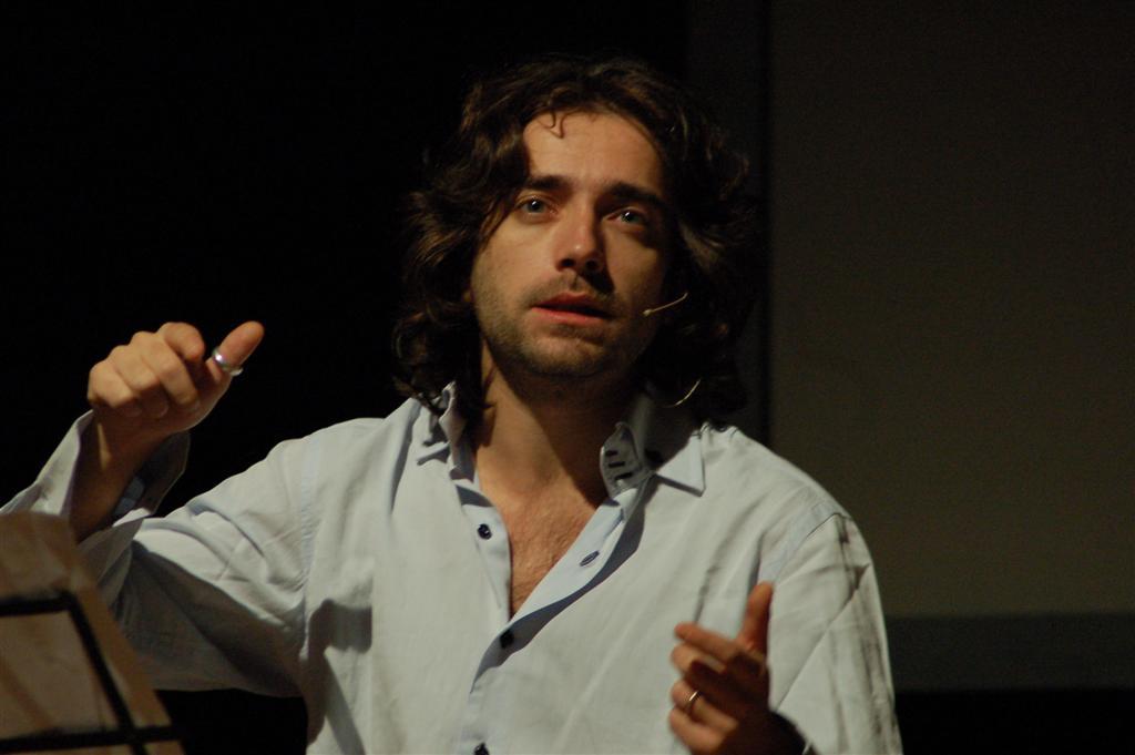Il volto «disonorevole» delle mafie (al Nord), intervista a Giulio Cavalli