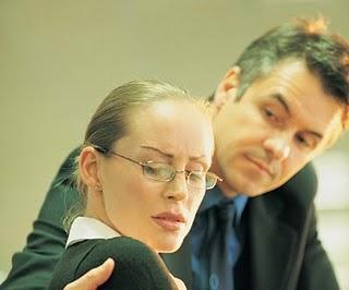 Donne molestate sul lavoro, quando la vergogna vince sulla denuncia