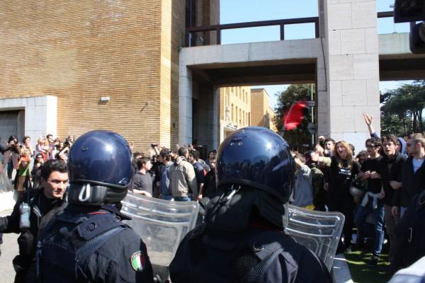 Ddl Gelmini, approvazione e proteste