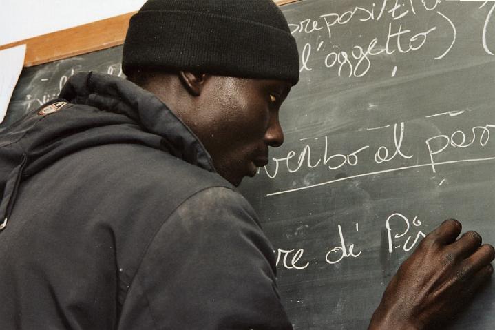 Test per stranieri, le associazioni: «un ostacolo all'integrazione»