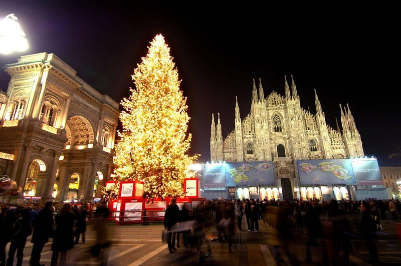 A Milano il Natale è solo per gli italiani