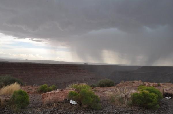 Far piovere nel deserto, un miracolo o una disgrazia?
