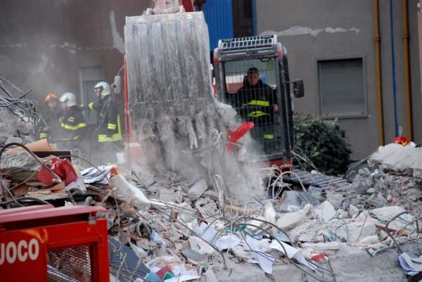 L'Aquila come le Torri gemelle: dopo il terremoto ucciderà l'amianto – Photogallery