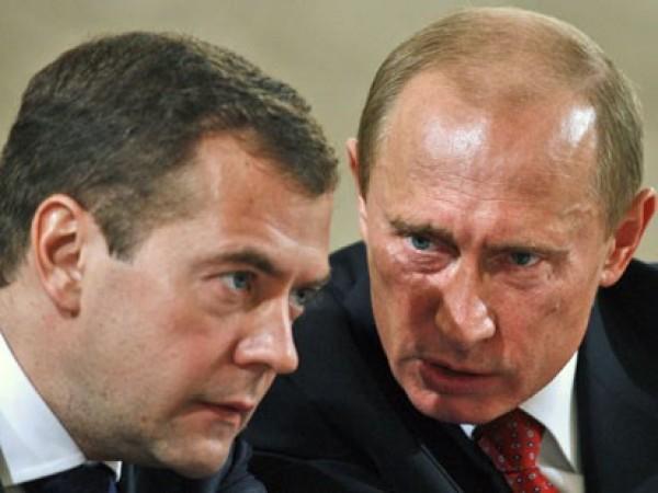 Putin, perde il pelo ma non il vizio