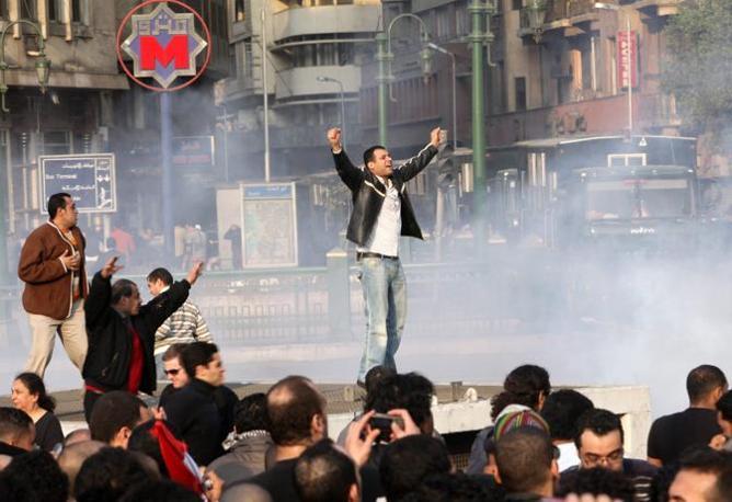 L'Egitto in fiamme. E intanto si attende il discorso di Mubarak