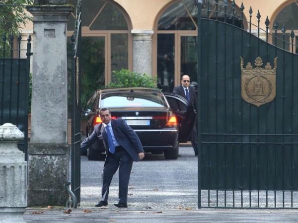 Quando per Berlusconi le escort «obbedivano» alla mafia