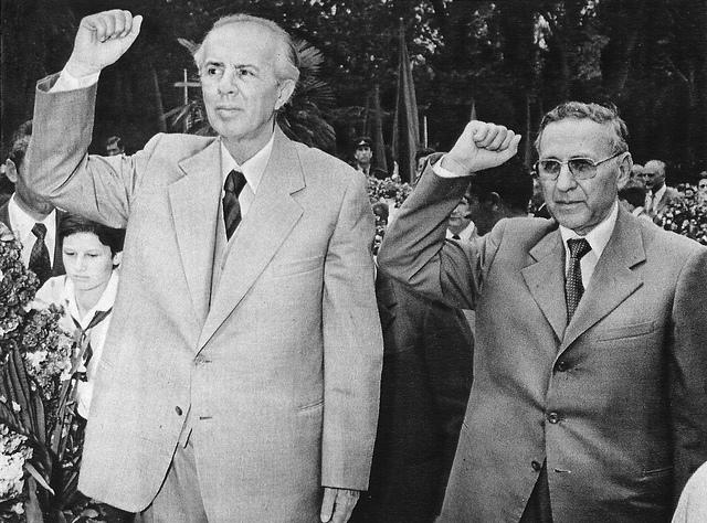 L'Albania si ferma per ricordare la rivoluzione: 20 anni fa l'addio al regime comunista