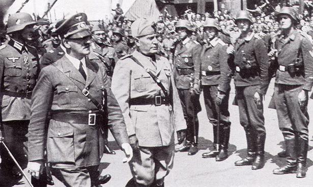 """Il mondo caccia i dittatori, l'Italia ricorda i suoi. Libero pubblica """"I diari di Mussolini"""""""