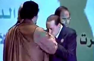 """Quando Berlusconi definiva Gheddafi """"un leader di grande saggezza"""""""