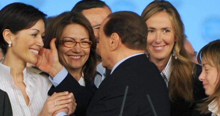 """L'Italia che perdona, i cattolici """"salvano"""" Berlusconi"""