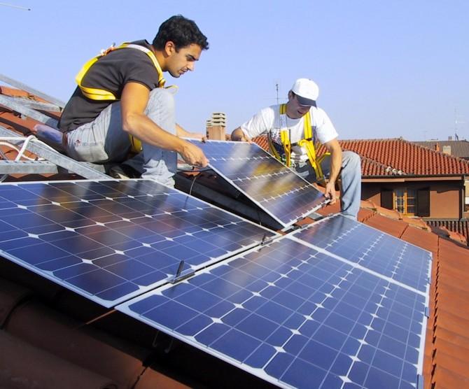 Decreto Rinnovabili, il Governo taglia le gambe al solare