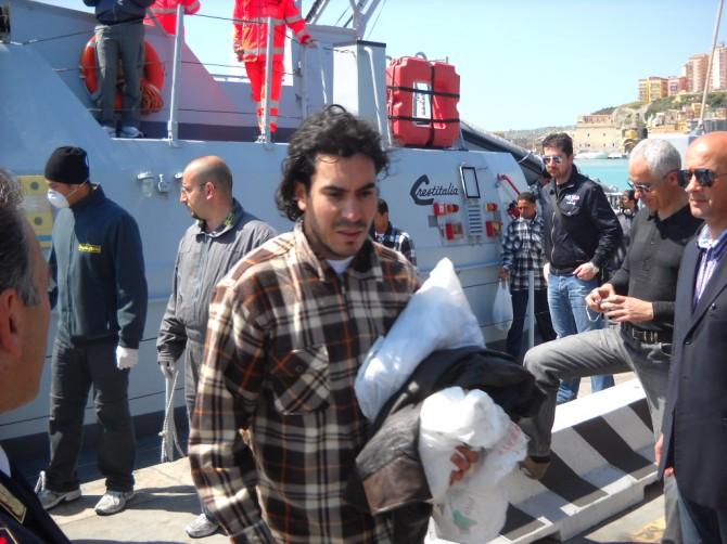 Lampedusa: l'emergenza nelle parole degli operatori umanitari