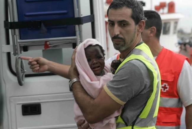 A Lampedusa riprendono gli sbarchi, arrivati in 244. Ma il Cie resta vuoto