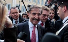 Processo breve, lancio di monetine contro il Ministro La Russa