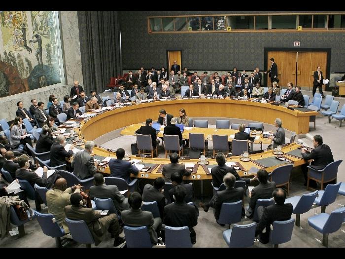 """L'Onu approva la no-fly zone. Tripoli si smarca: """"disposti al cessate il fuoco"""""""