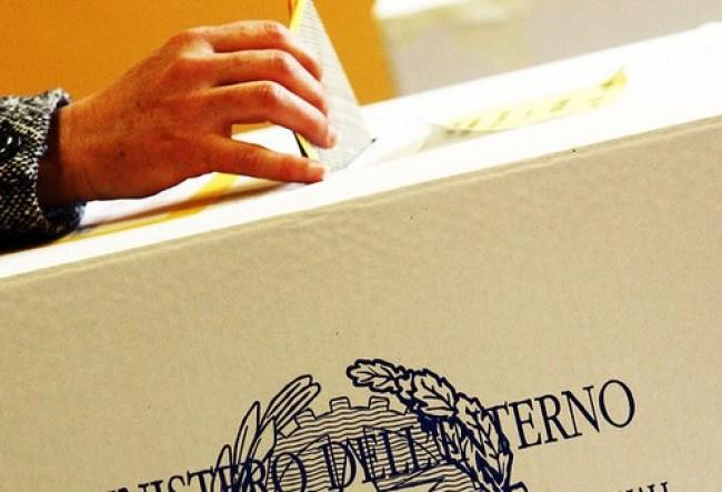votare alle urne e1300369050808 No allElection Day, il Parlamento brucia 300 milioni