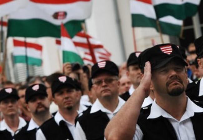 ultra destra ungheria milizie e1303936112479 Ungheria, avanguardia dellultra destra in Europa