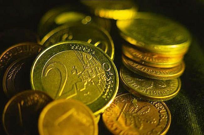 euro debito e1306358225266 L'Italia e il suo debito: dopo la Grecia sarà la prossima vittima?
