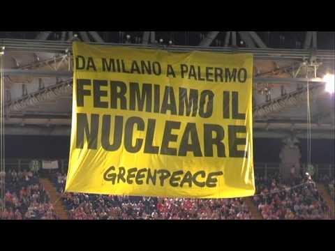 """""""Da Milano a Palermo, fermiamo il nucleare"""". Blitz di Greenpeace durante la finale di Coppa Italia"""