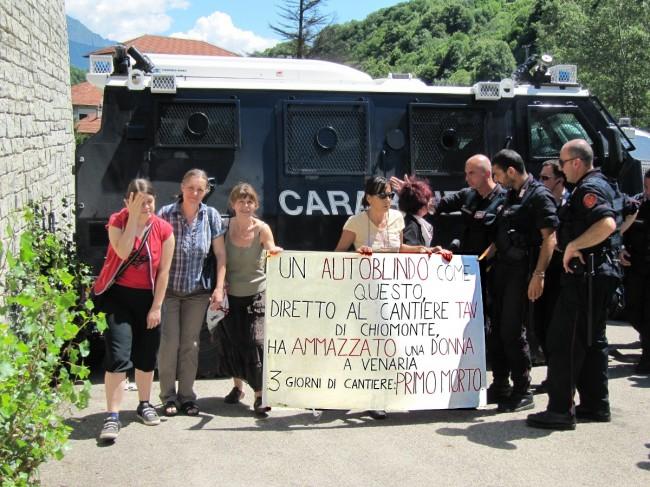 """No Tav accusano: """"blindato dei Carabinieri ha investito e ucciso una donna"""""""
