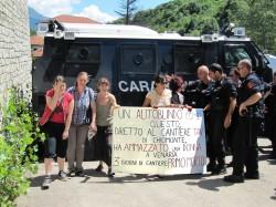 autoblido1111 e1309441557299 No Tav accusano: blindato dei Carabinieri ha investito e ucciso una donna