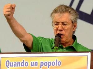 """Pontida e il pollice verso di Bossi a Berlusconi: """"La sua premiership non è scontata"""""""