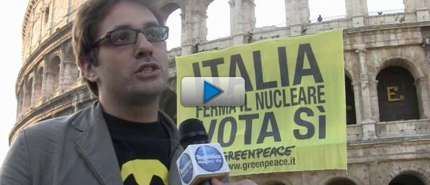 """Greenpeace e lo striscione sul Colosseo: """"Italia ferma il nucleare"""""""