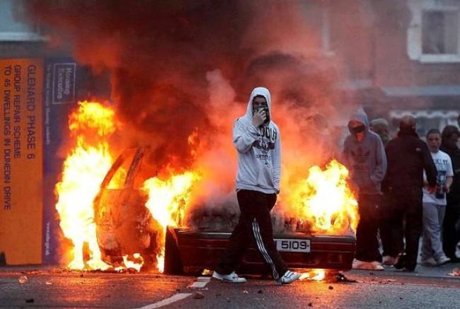 Cattolici contro protestanti, torna la violenza in Irlanda