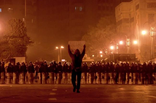 Egitto, ancora violenze: il regime di Mubarak non vuol morire