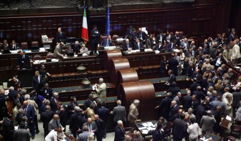Poltronificio, in arrivo due nuovi carrozzoni di Stato: costeranno 3,2 milioni di euro