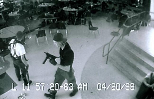 Usa: duro colpo alla privacy dei possessori di armi