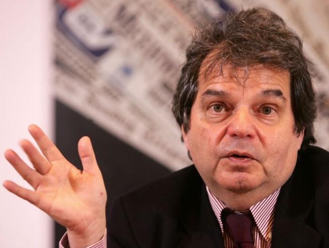 """Brunetta: """"Stop ai certificati. Anche a quelli antimafia"""". Maroni lo boccia: """"Indispensabili"""""""