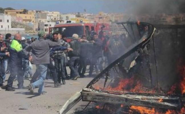 Lampedusa esasperata, scontri tra isolani e migranti