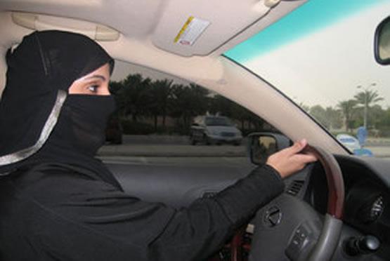 Le donne d'Arabia voteranno nel 2015. Ma ancora non guidano l'automobile