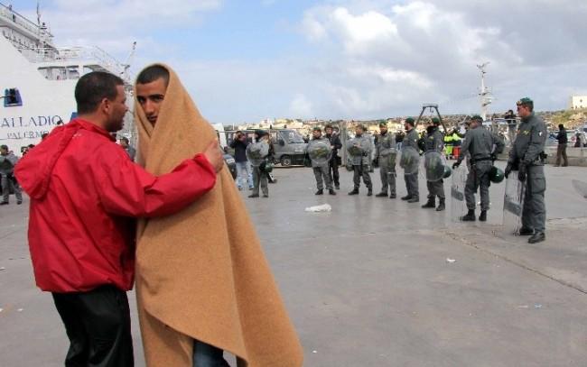 Lampedusa, la faticosa convivenza tra turismo e migrazioni