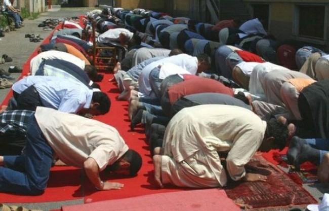 """""""Non pregate Allah per le strade di Parigi"""""""