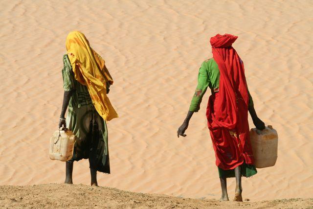 Sudanesi in fuga. Tra affaristi e guerre i confini si riempiono di profughi