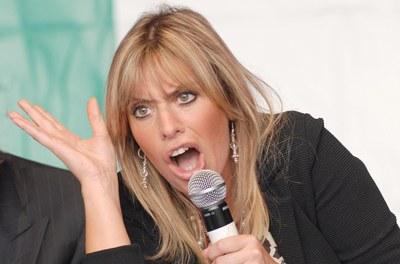 La Mussolini canta «Forza gnocca»