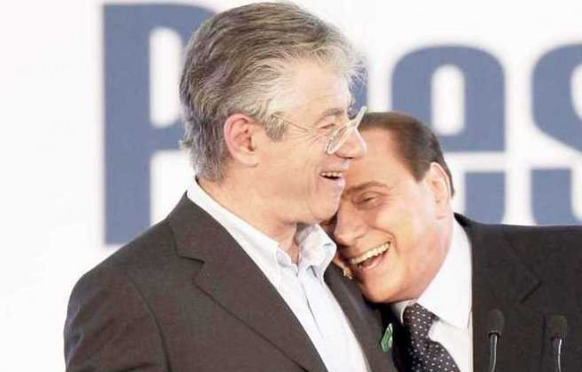 """Patto segreto tra Bossi e Berlusconi: """"il Cav pagò i debiti della Lega"""""""