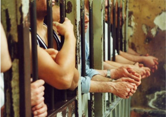 Fotografia delle carceri italiane, tra sovraffollamento e suicidi