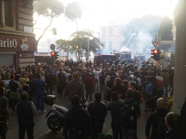 Roma, i video degli scontri e la protesta degli indignati