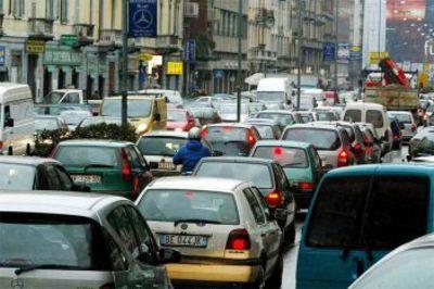 Inaugurazioni di centri commerciali, traffico e alluvioni: Roma sotto attacco