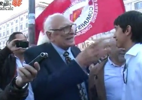 Pannella insultato durante la manifestazione degli Indignati