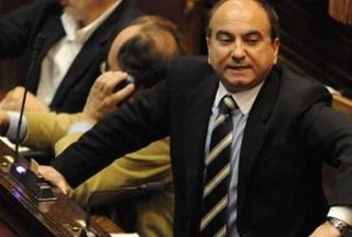 Berlusconi e la battaglia per la fiducia, tra peones, sciabolette e soldati di ventura