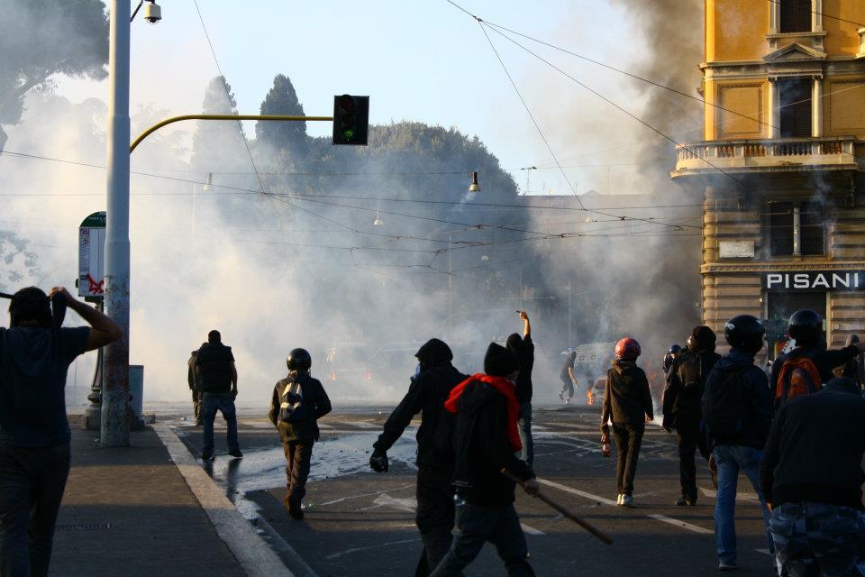 Caccia al black-bloc, le fotografie di Diritto di Critica (in aggiornamento)