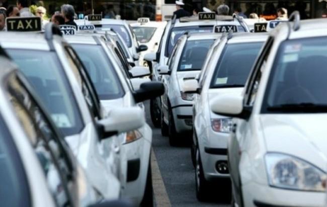 Taxi, Roma la peggiore d'Europa. E a rimetterci è il turismo