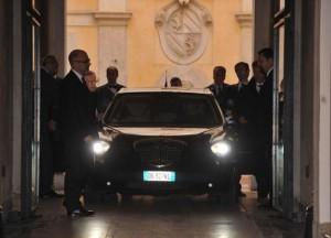 auto 300x216 Crisi di governo, Berlusconi al Quirinale per rassegnare le dimissioni